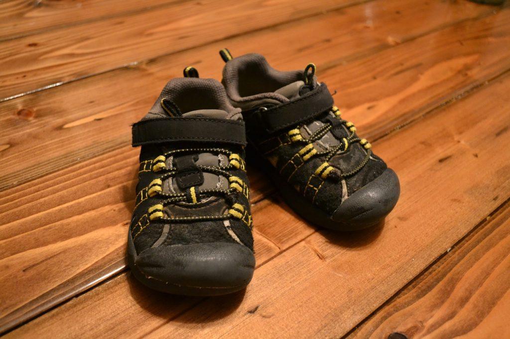 נעלים סגורות